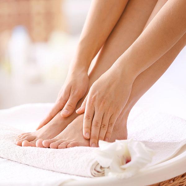 como evitar sudor de pies